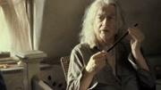 國際影視城哈利波特的小街,女博主拿到了伏地魔的魔杖
