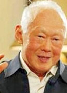 """很多人说李光耀不""""民主"""",但李光耀表示,吃饱喝足才能谈民主"""